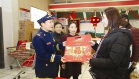 """消防员孩子画出的喜庆""""五福""""""""五福""""已集齐 过年献爸妈"""