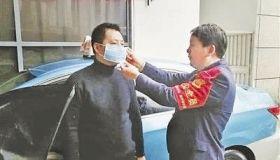 出租车严加管控保障出行 车辆勤消毒 乘车戴口罩