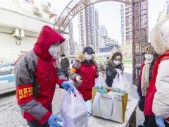 餐厅每天两顿饭 免费送社工 杨明:为大家做点儿事 是一种光荣