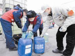 企业捐赠消毒液 助力复工复产