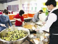 天津4名厨师24小时在酒店 为一线人员准备可口饭菜