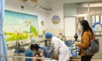 1歲幼童頻繁嘔吐 醫生取出體內異物嚇壞在場眾人真相驚人