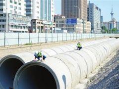卫津路改造工程河道混凝土管涵安装进入收尾阶段