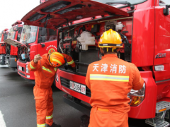 天津市消防救援总队增援队伍开展战地装备维护保养