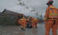 天津消防跨区域增援队伍深入德惠村庄助力村民排水排涝