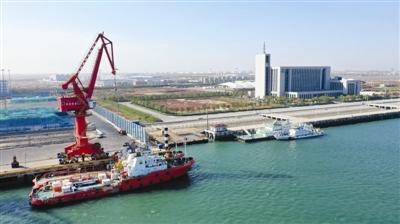 南港工业区10万吨级航道实现全天通航