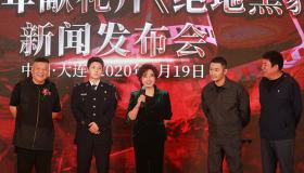 著名影星刘晓庆与天津代表窦双林亲切交谈并赠送亲笔签名图书