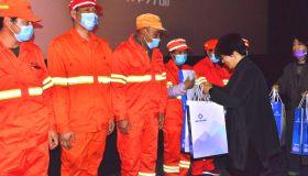 新华保险志愿者联盟天津分部开展关爱环卫工人观影慰问活动