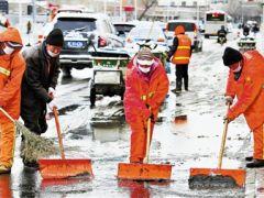 天津出现大范围雨雪天气:迅速行动 清雪保畅通