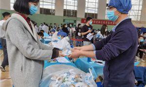 """南开区学府街社区卫生服务中心天津大学临时接种点提供""""三服务""""保障疫苗接种工作顺利开展"""