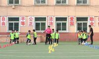 为校园足球投重金 他希望能为中国足球贡献力量