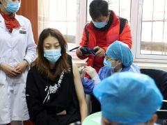 预赛结束立即返津 天津女排全体接种新冠疫苗
