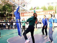 支持企业联赛 传授排球技巧 天津女排走进中水北方