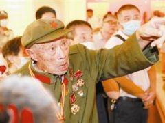 参加过平津战役的93岁老兵于德才故地重游访津门:天津的发展没有辜负我们当年的付出
